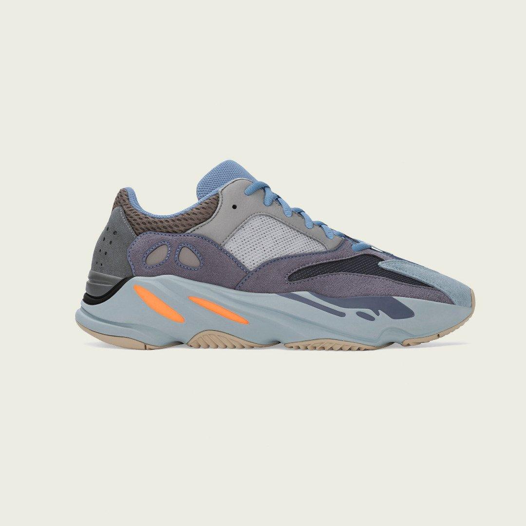 Yeezy-700-Carbon-Blue