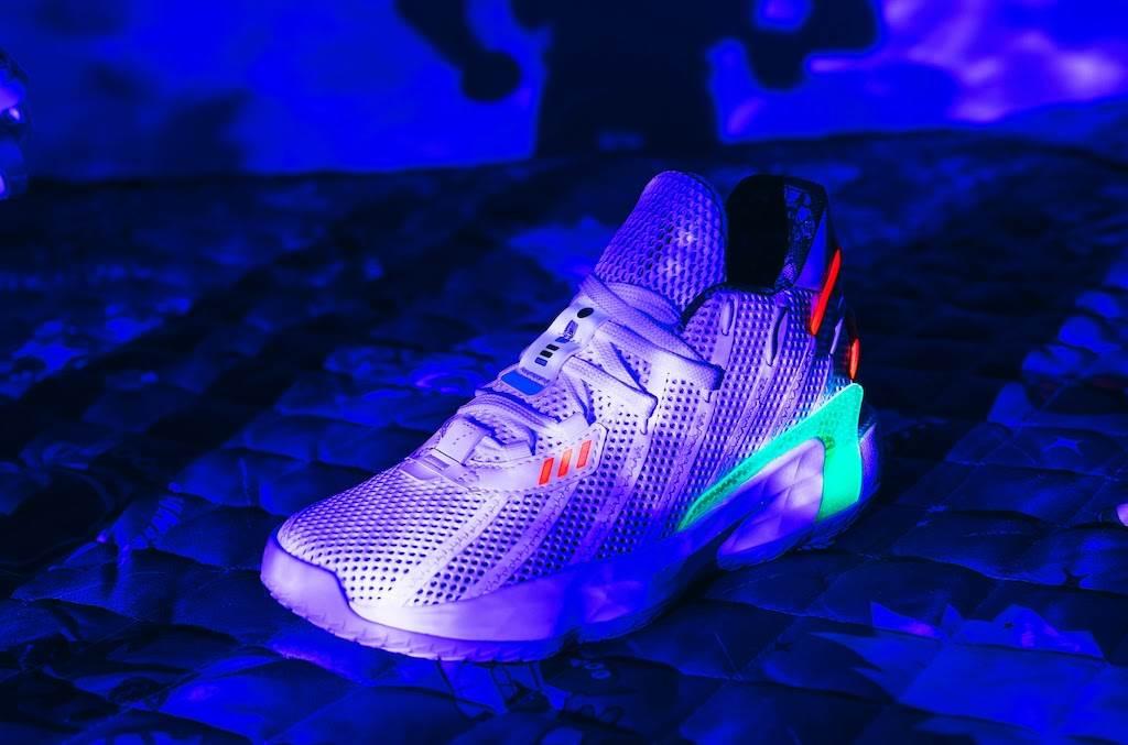 adidas-x-pixar-toy-story-dame-7-x-buzz-glow-in-the-dark-2