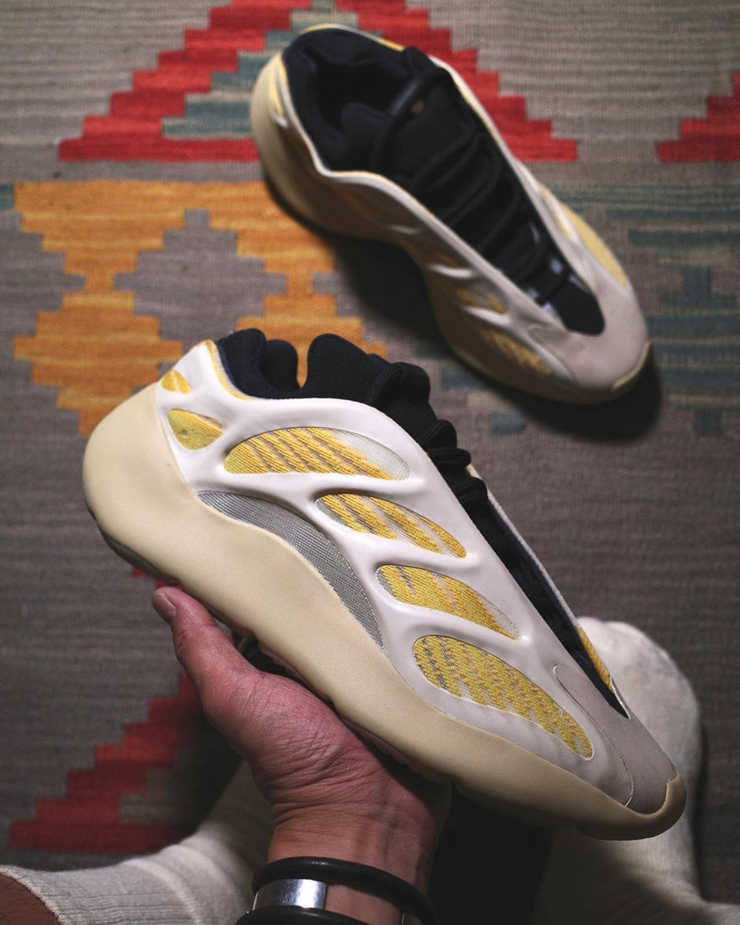 adidas-yeezy-700-v3-Srphym-safflower