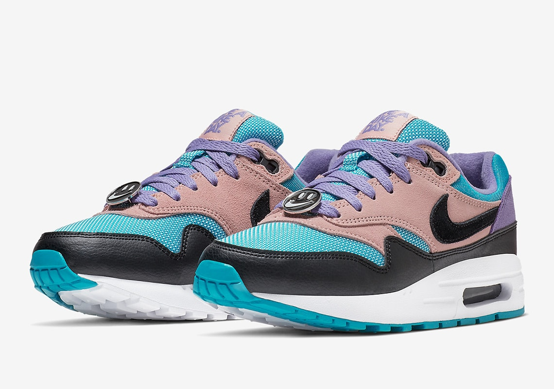 nike-air-max-1at8131-0011-have-a-nike-day-pack