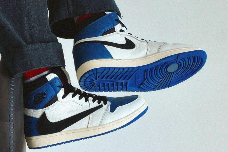 travis-scott-fragment-design-air-jordan-1-high-og-military-blue-on-foot-look-release